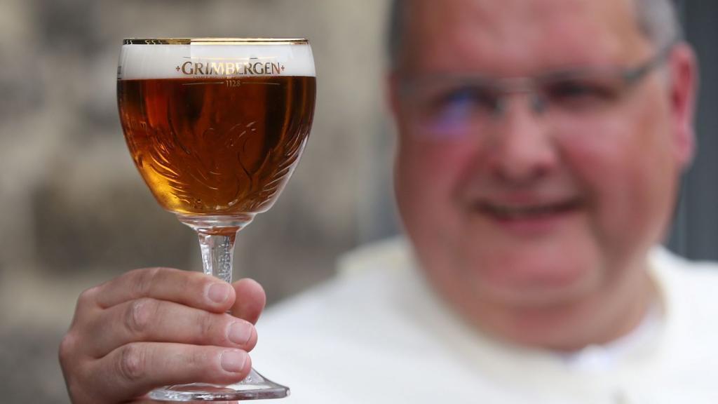 Монахи Гримбергена  варят пиво