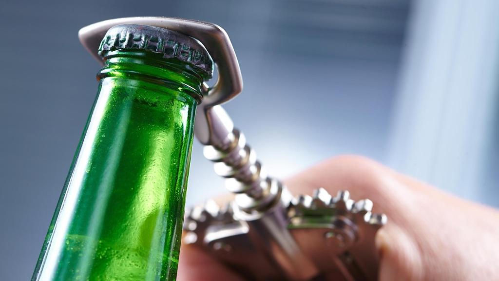 9 способов открыть бутылку пива