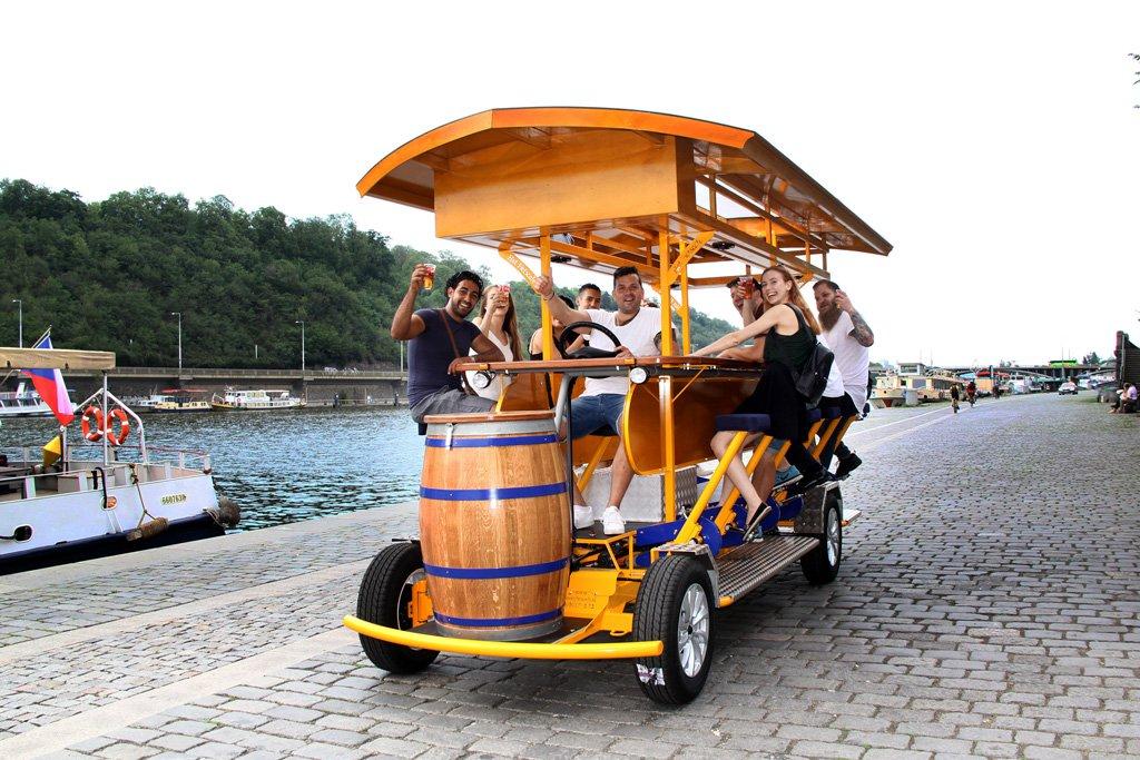 Пивные велосипеды вернутся на улицы Праги