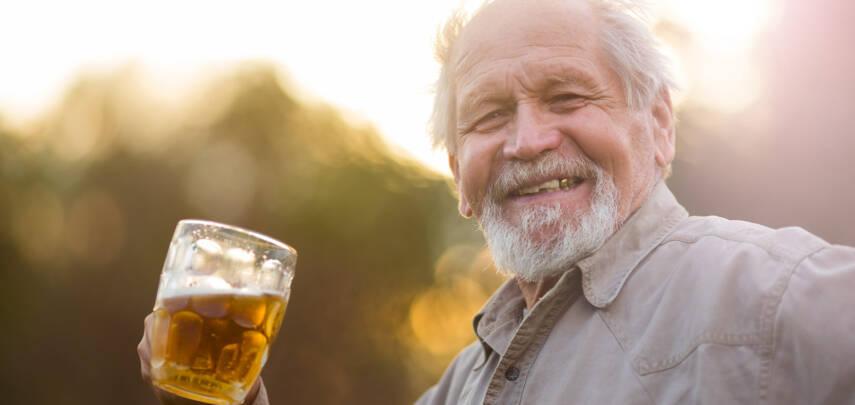 Умеренный прием пива снижает риск катаракты